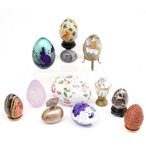 15: 12 Art Glass, Porcelain, Stone Eggs.
