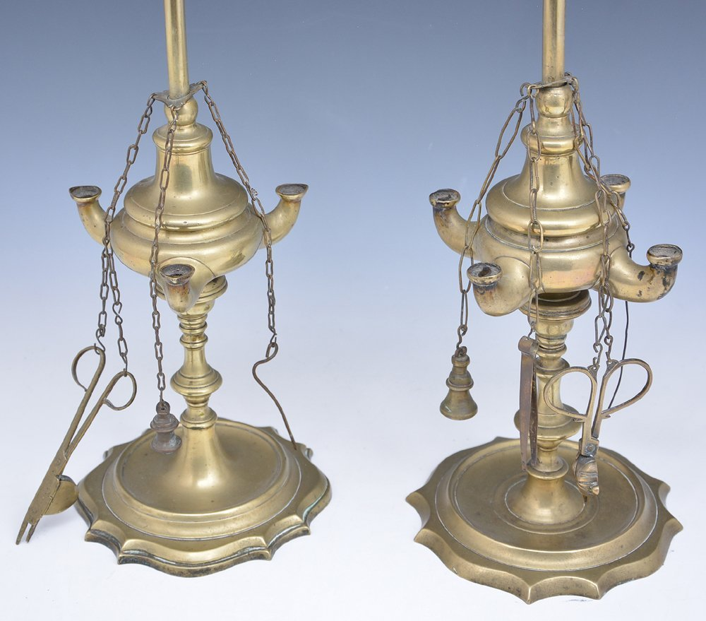 2 Brass whale oil lamps - 2
