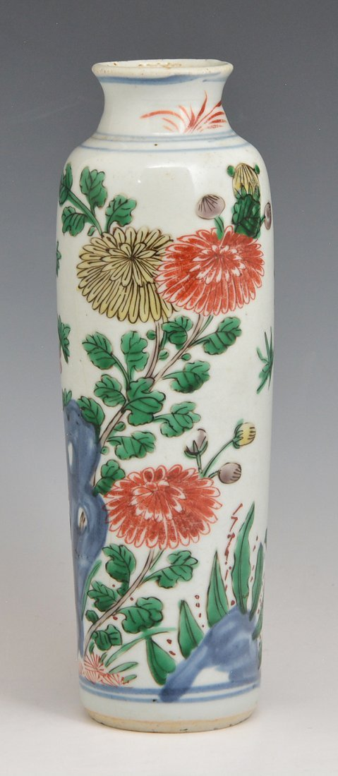"Chinese porcelain vase with floral decoration, 9 1/8""t"