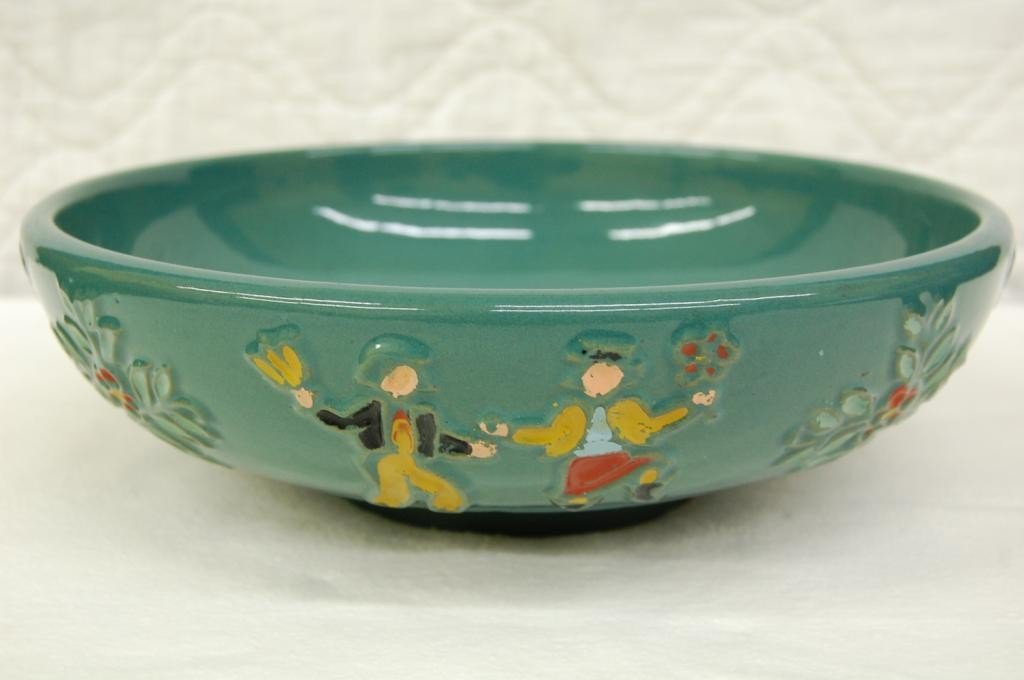 22: RED WING DANCING PHEASANTS BOWL.