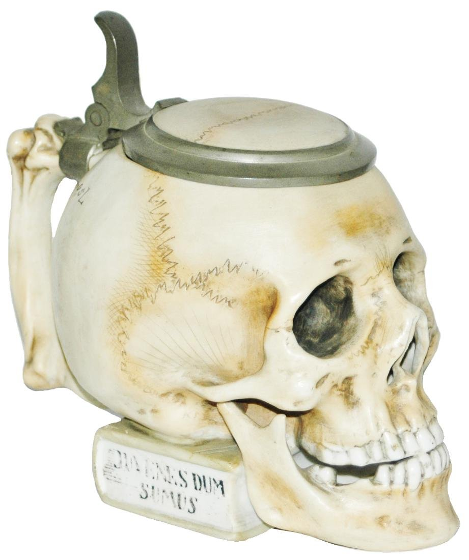 Bohne Skull on a Book Character Stein