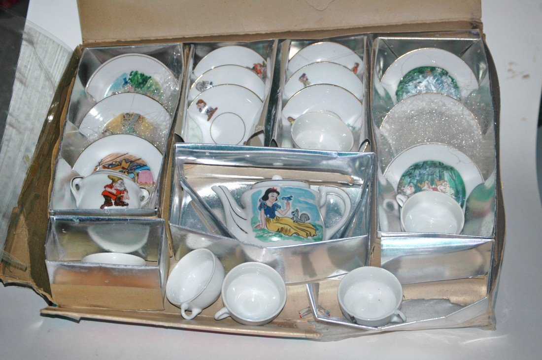 209: Fantastic Vintage Snow White China Tea Set - 3