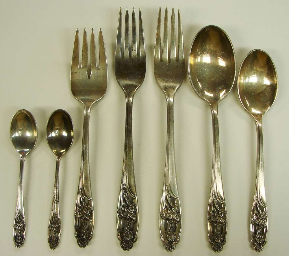 10: 7 Sterling Silver Iris Flatware by International