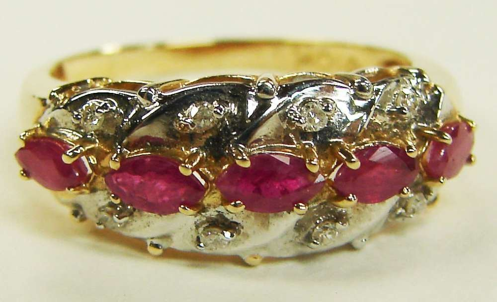 14: 10K Gold Rubies Diamonds Ring