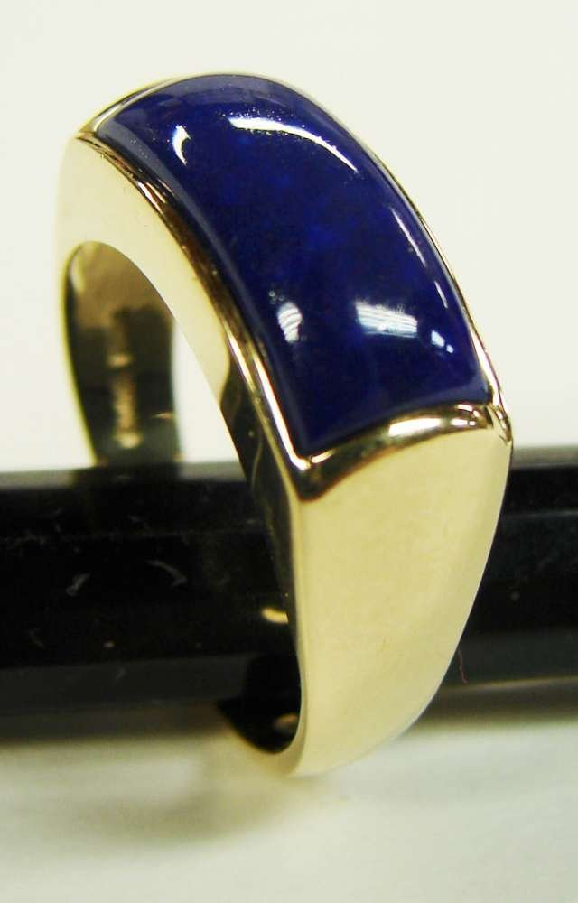 15: 14K Gold Lapis Ring