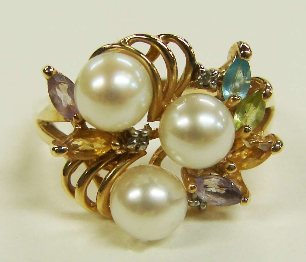 16: 10K Gold Natural Pearls Ring