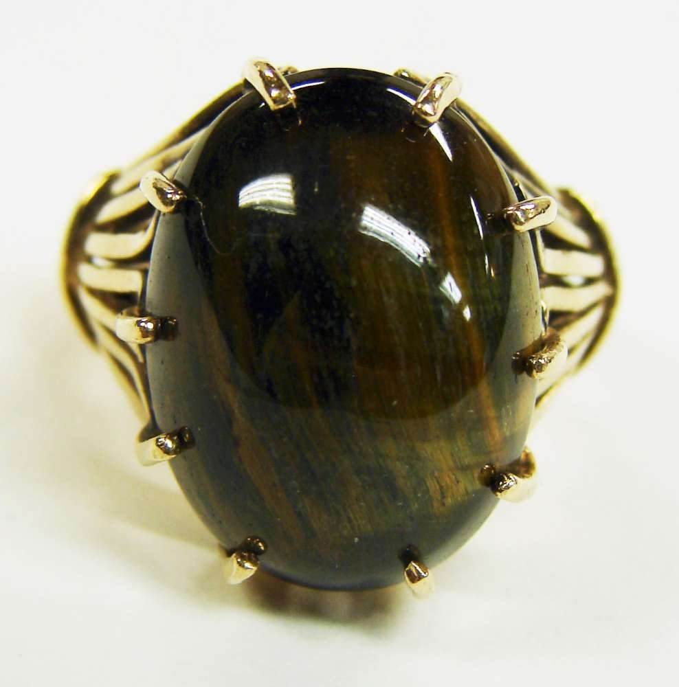 19: 10K Gold Cabochon Cat's Eye Ring
