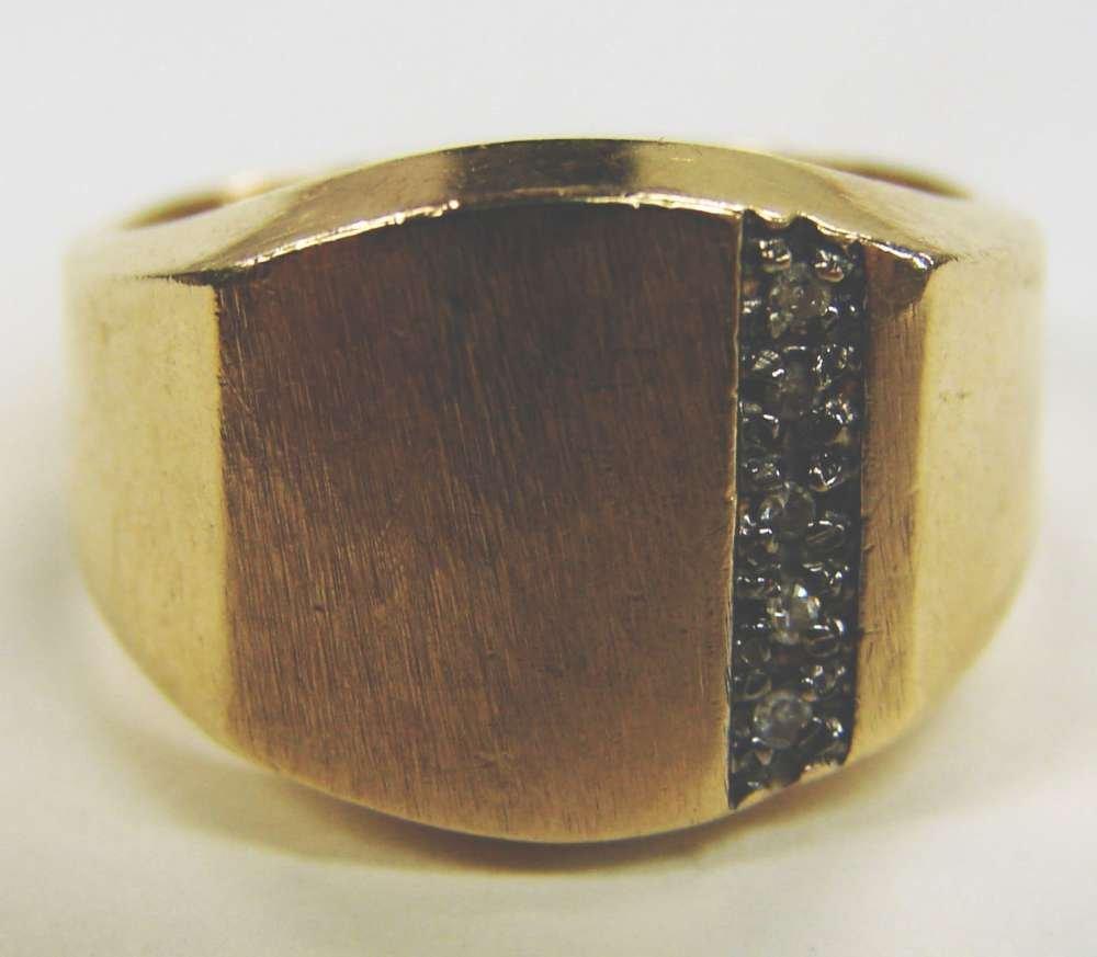 22: 10K Gold Diamond Ring