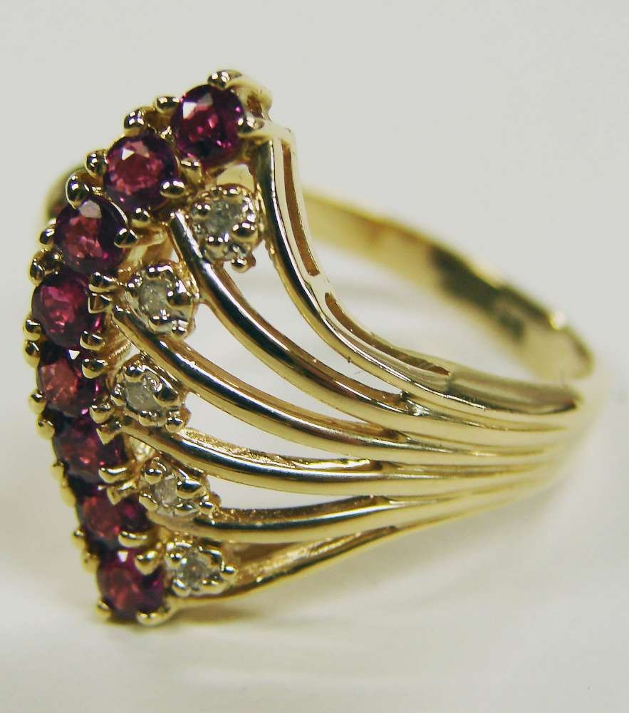 23: 14K Gold Ring Rubies Diamonds