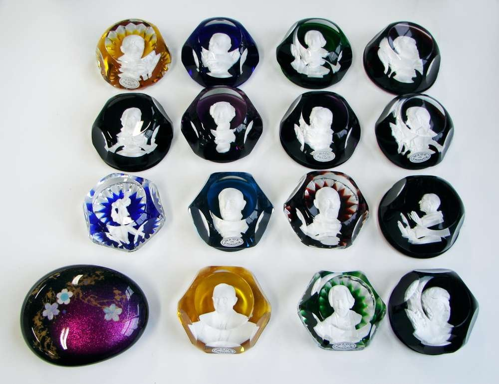 128: Lot of 17 Glass Sulphide Paperweights Baccarat One - 2