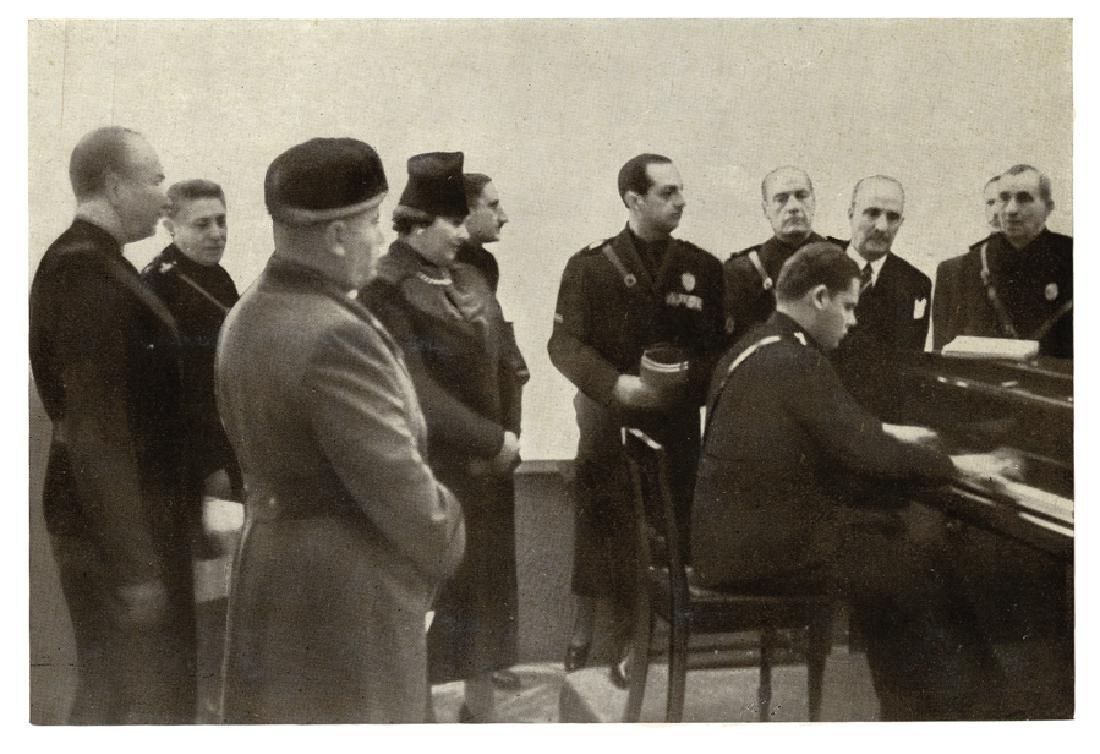 Mussolini, Ritratto fotografico (foto-cartolina)