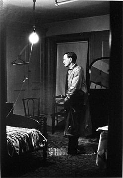 14: Diane Arbus_The Backwards Man in his Hotel Room, NY