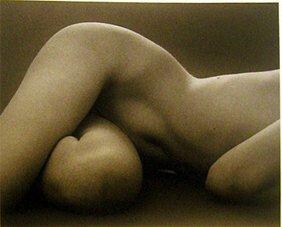 18: Ruth Bernhard: Hips Horizontal