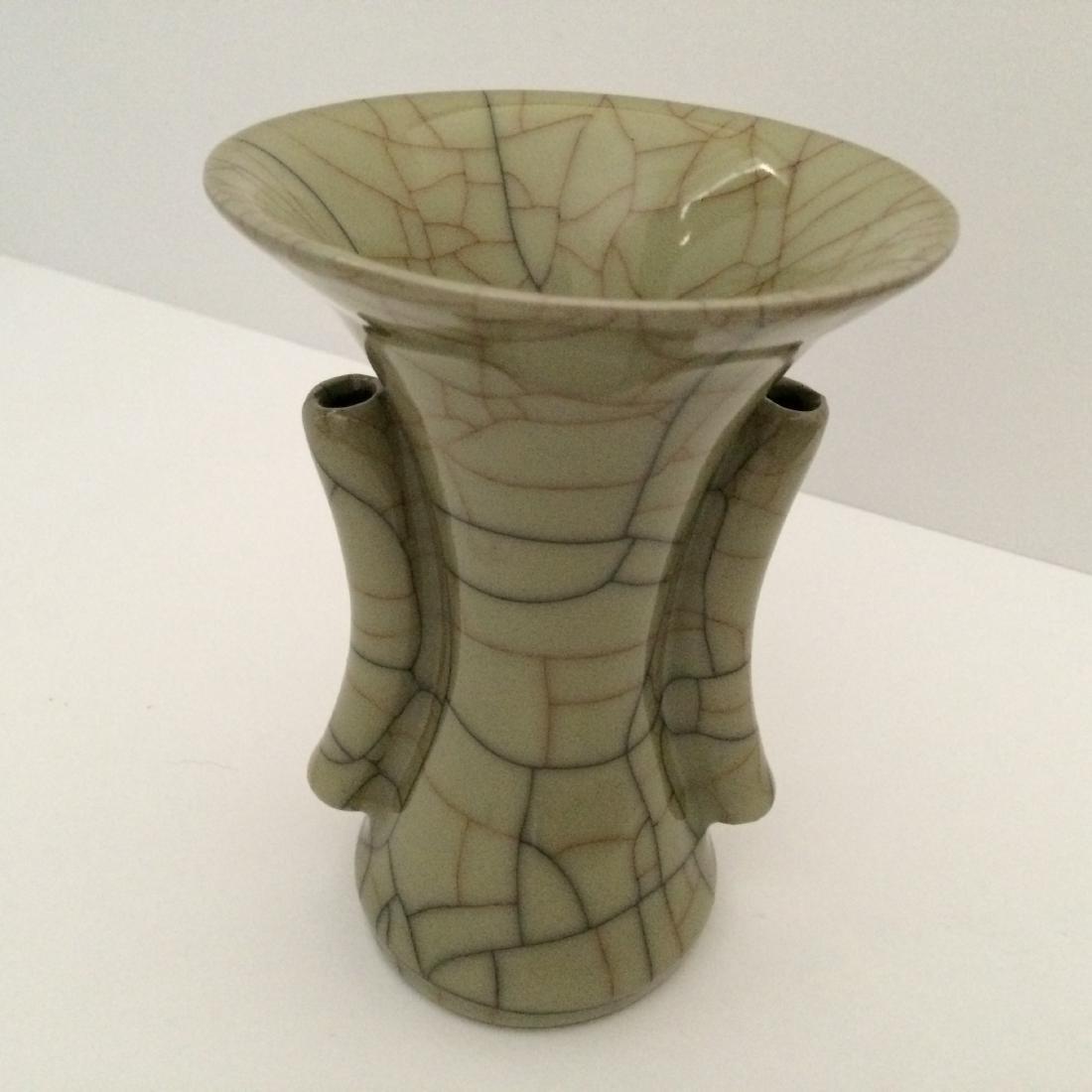 """Guan Ware Porcelain Crackle Glaze Vase (5.5""""H)"""