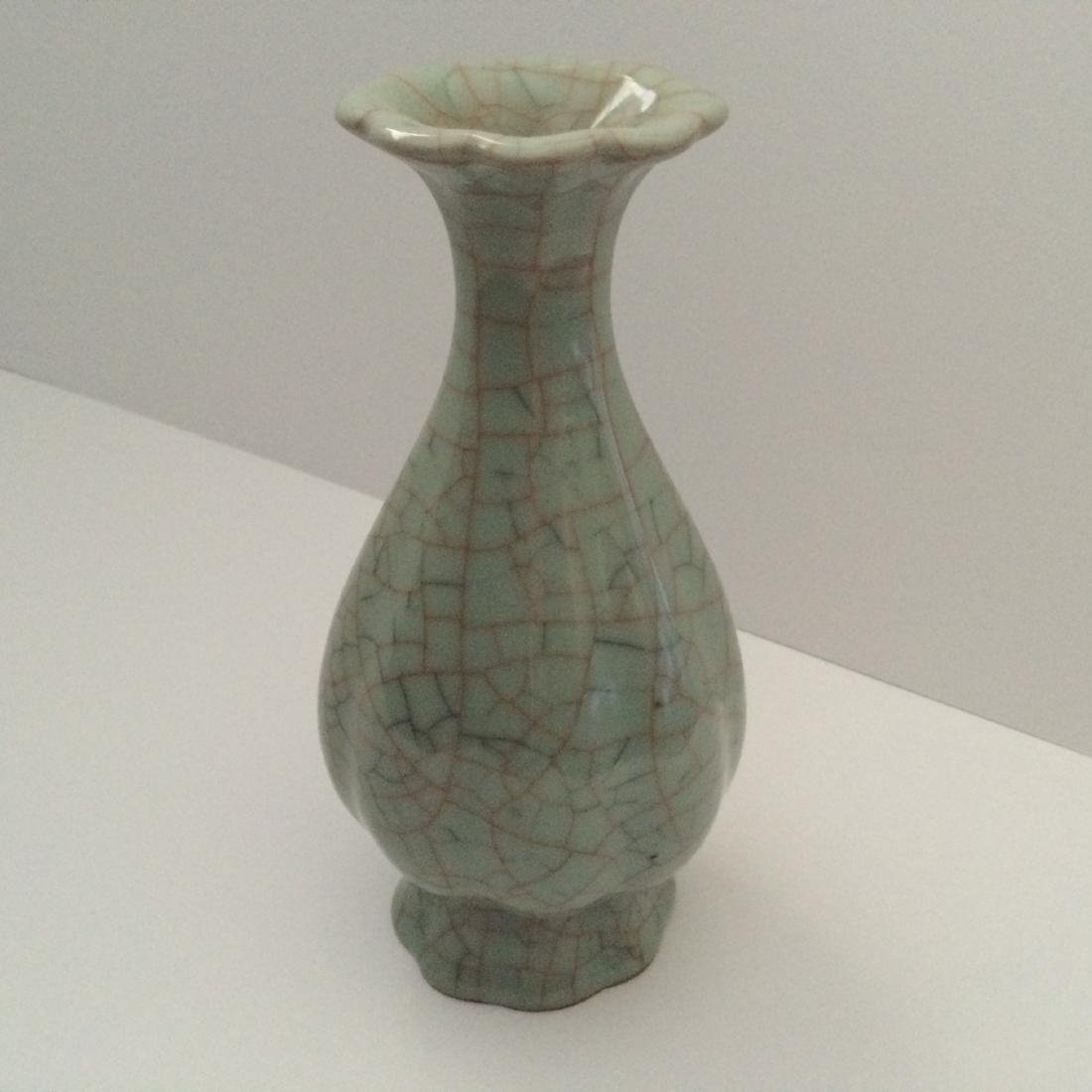 Old Chinese Guan Ware Tulip Top Vase