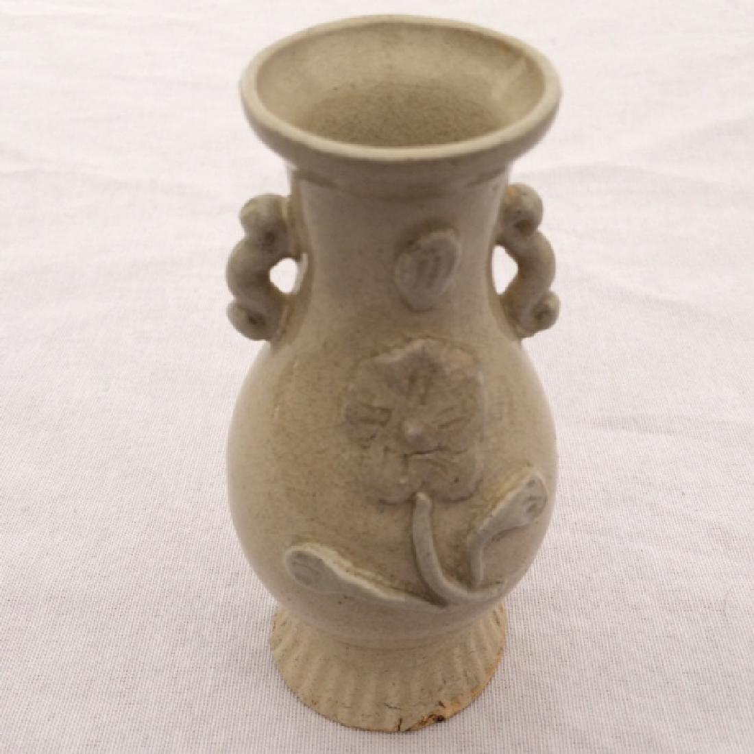 Chinese Antique Style Porcelain 2 Ear Rose Design Vase