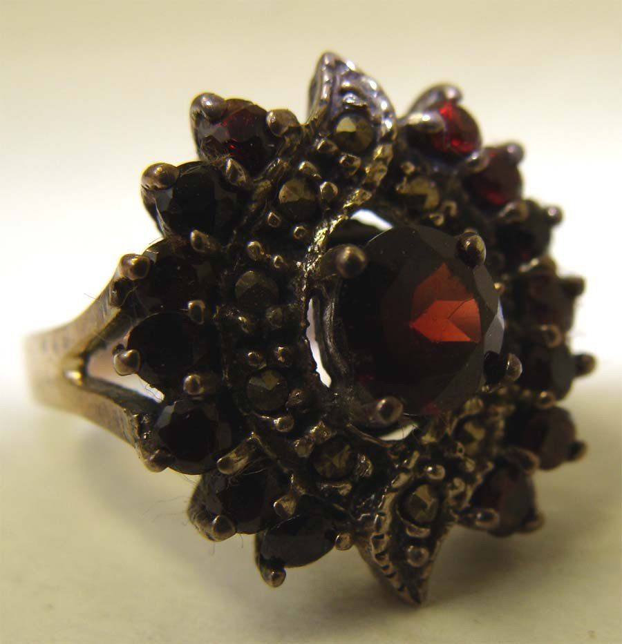 Sterling Silver .925 Marquesite Ring w Ruby Red Stone