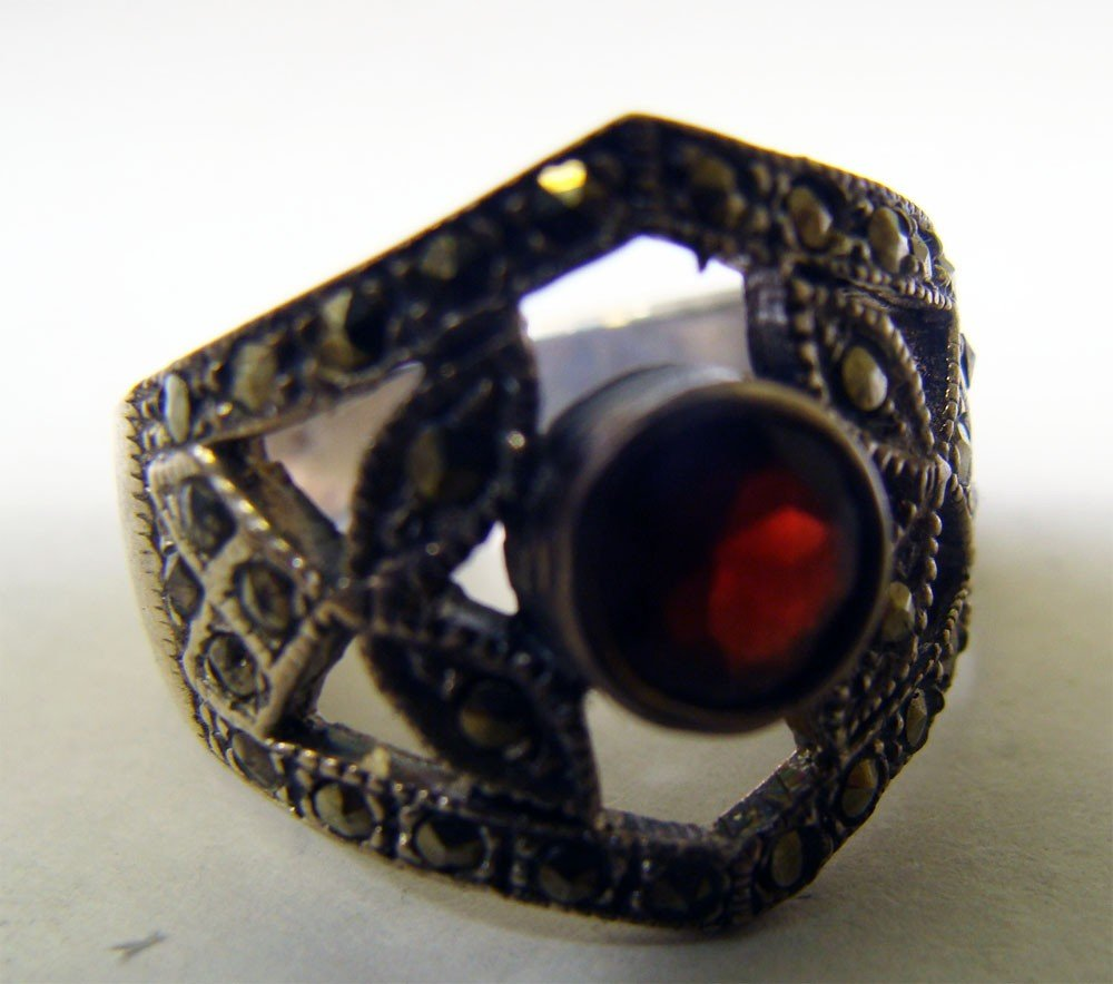 Sterling Silver .925 Marquesite Ring w Ruby Color Stone