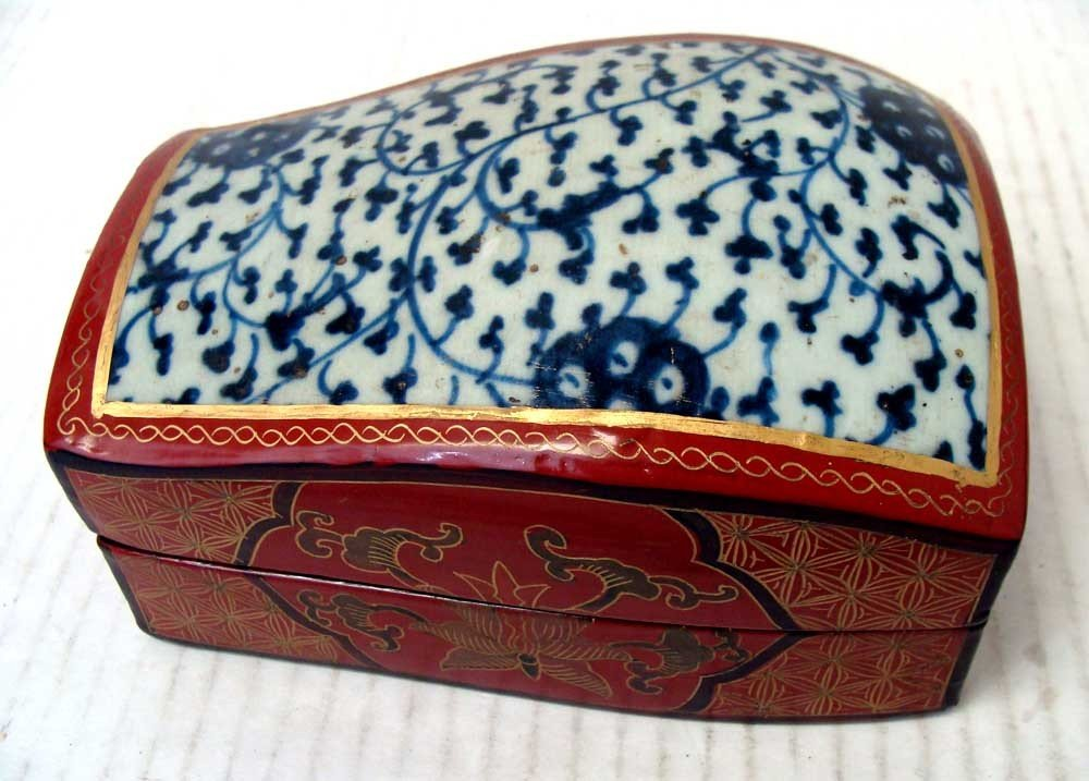 Chinese Porcelain Blue & White Red Lacquer Box Geometri