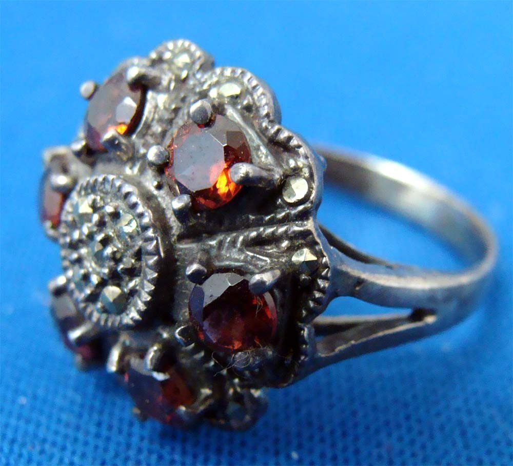 Silver .925 Marquesite Ring W 6 red Stones - 3