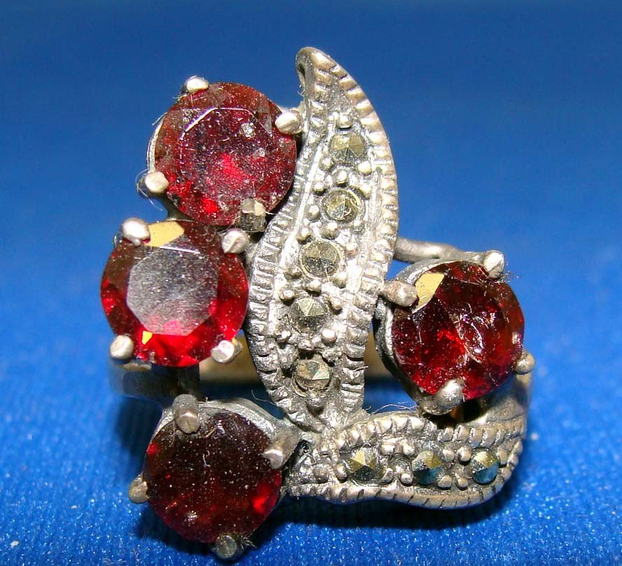 Silver .925 Marquesite Ring W 4 Ruby Red Stones