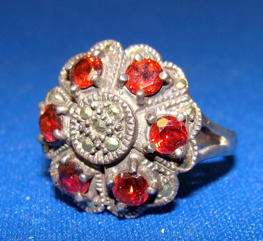 Silver .925 Marquesite Ring W 6 red Stones