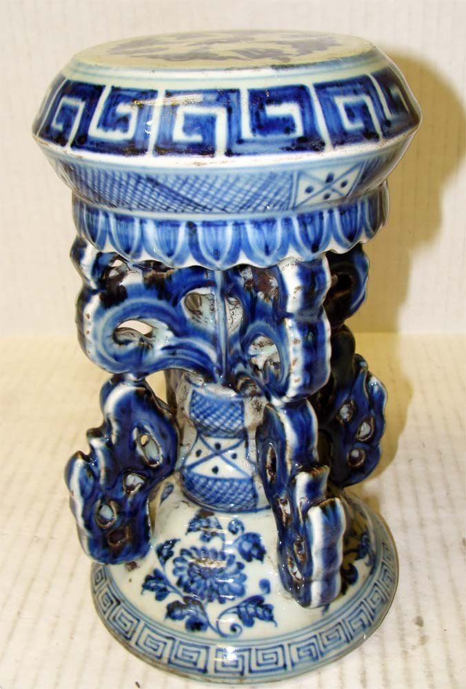 Antique Chinese Porcelain Decorative Stand Blue white