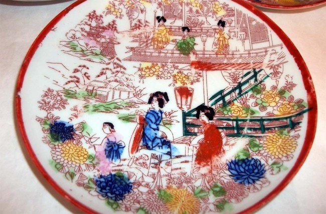 Three antique porcelain Japanese Geisha dishes - 2