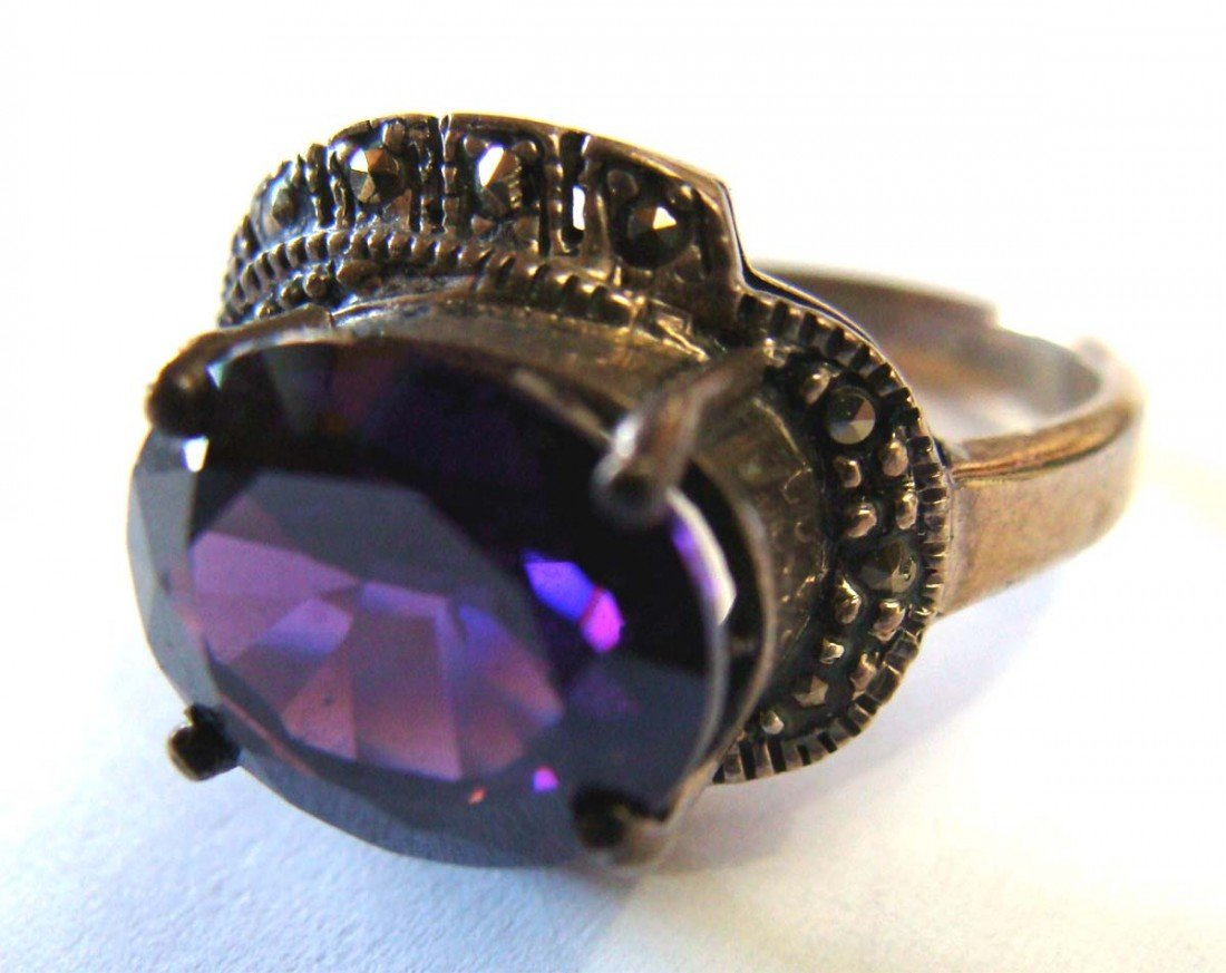 Sterling Silver .925 Marquesite Ring w Large Purple Col