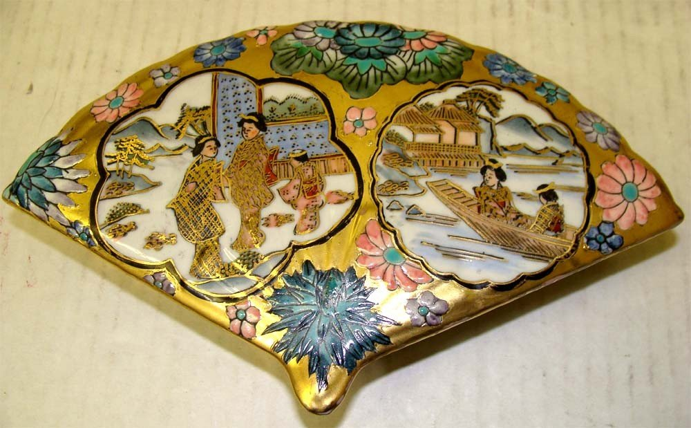 Fan Shape Porcelain Decorated Chinese Box with ladies