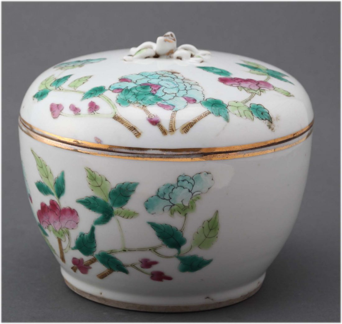 Chinese Antique famille rose porcelain Covered Box