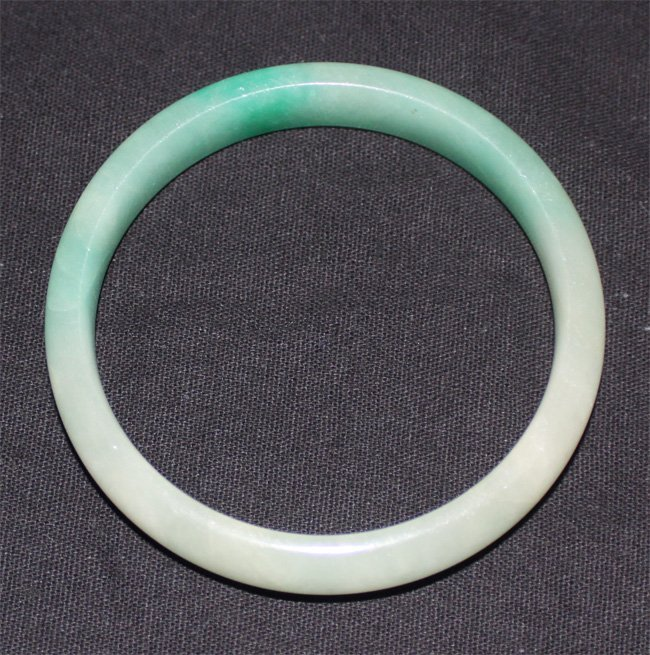 Antique chinese White and Green jadete bracelet