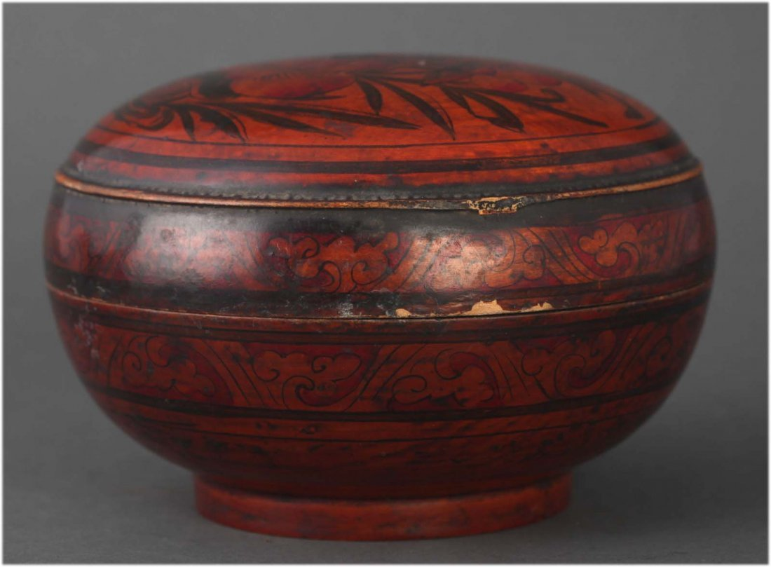 Antique Chinese polychrome lacquered round box
