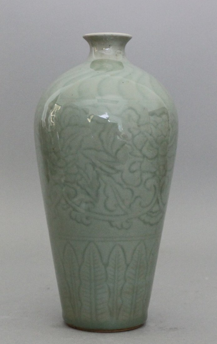 Chinese etched song style longquan blue porcelain vase