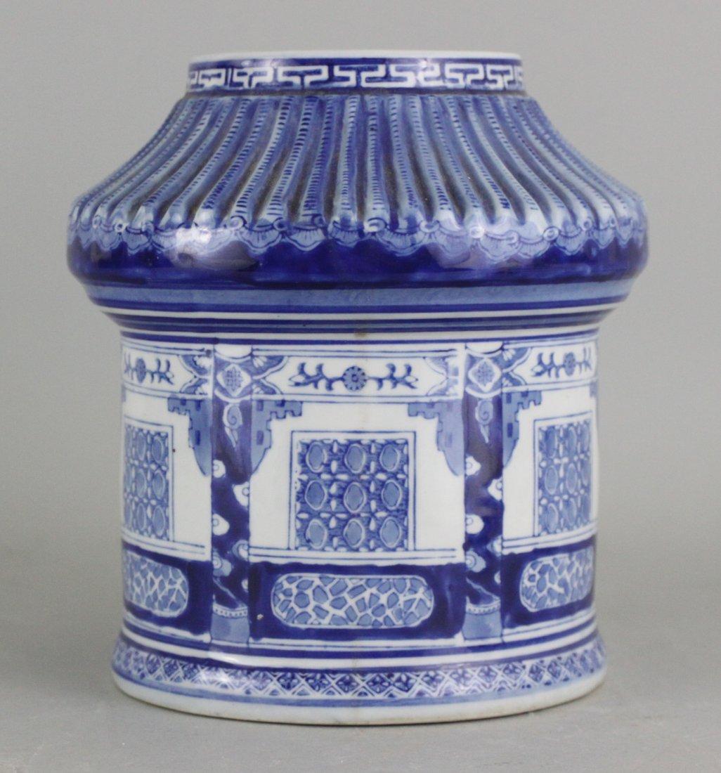 Chinese Antiqie Porcelain Blue and White Vase