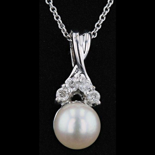 14k White Gold Necklace Pearl 0.14CTW Diamond Pendant
