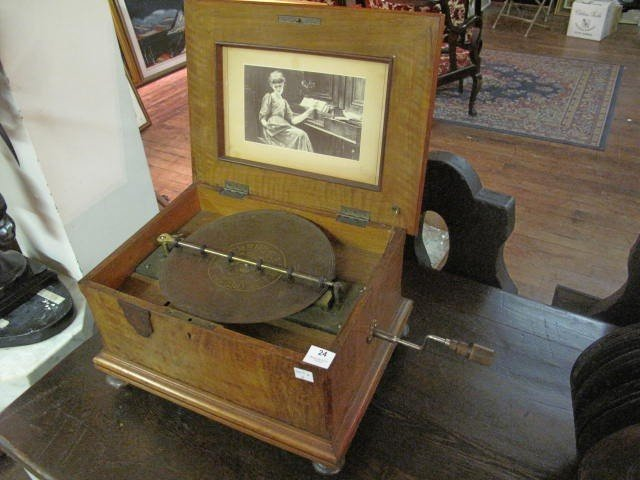 24: Symphonion Box and 14 disk