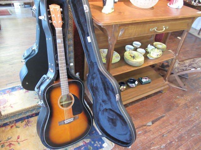 133: Guitare acoustique et étui