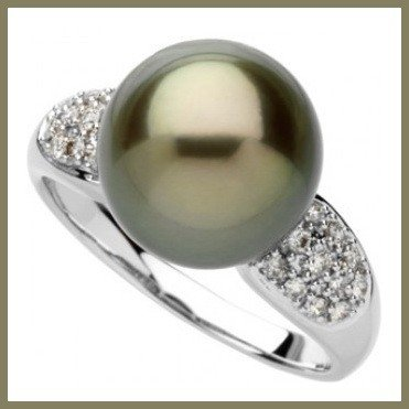 9: 11mm Natural Tahitian Pearl in Diamond Ring