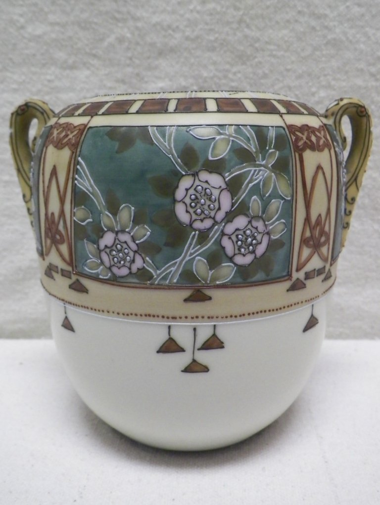 Nippon Moriage Vase Floral Design Morimura Brothers