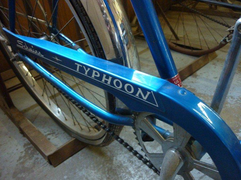 129: Vintage 1968 Schwinn Typhoon Bicycle - 2