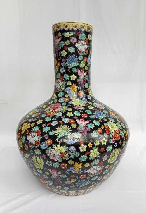 Impressive 19th Century Chinese Urn