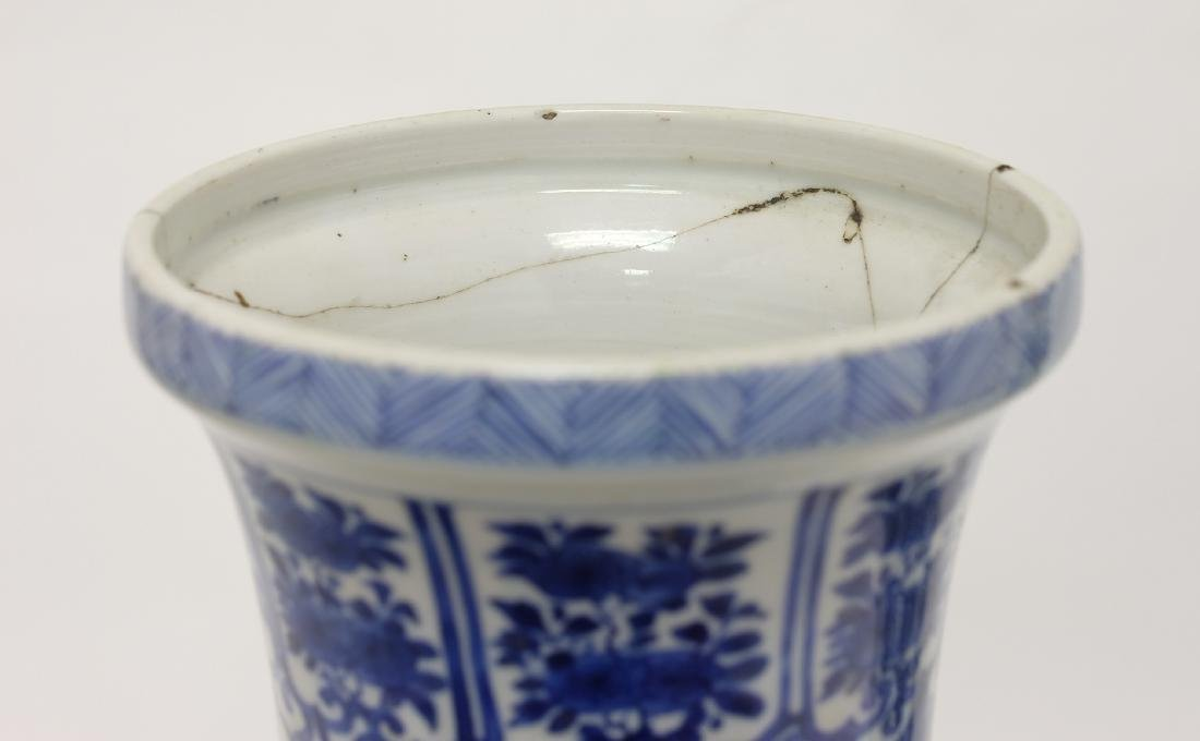 Chinese Pair of Blue-white Vases - 10