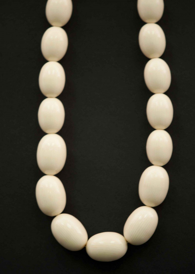 9: A Chinese Ivory Necklace