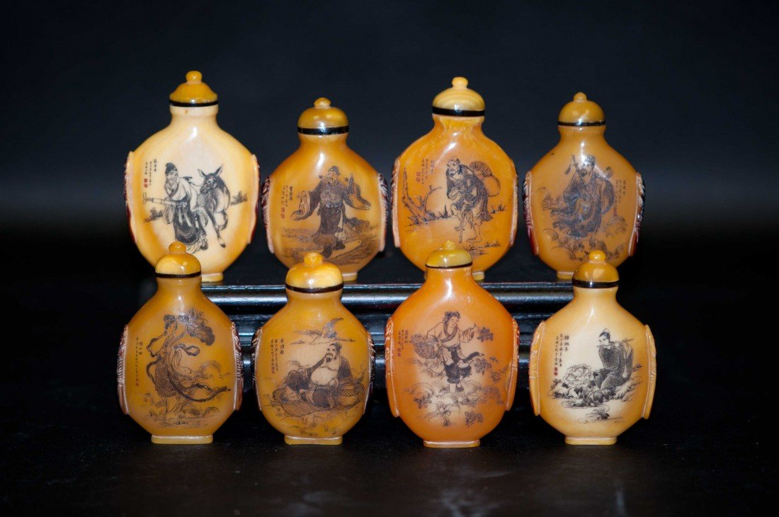 46: Chinese Set of 8 Horn Bills Snuff Bottles in Eight