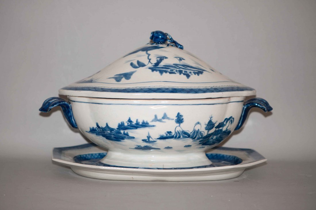 14: Chinese Blue-white Tureen