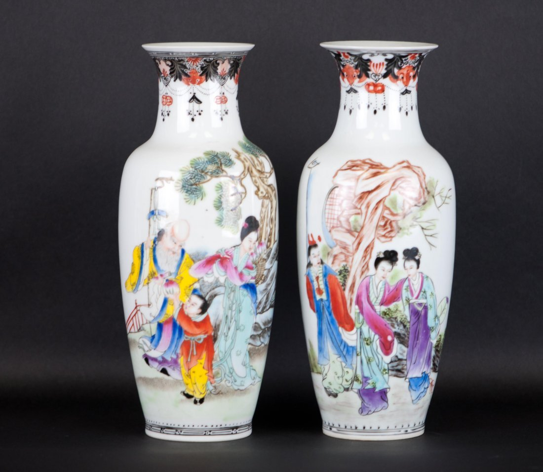 1: Chinese Pair Famille Rose Vases