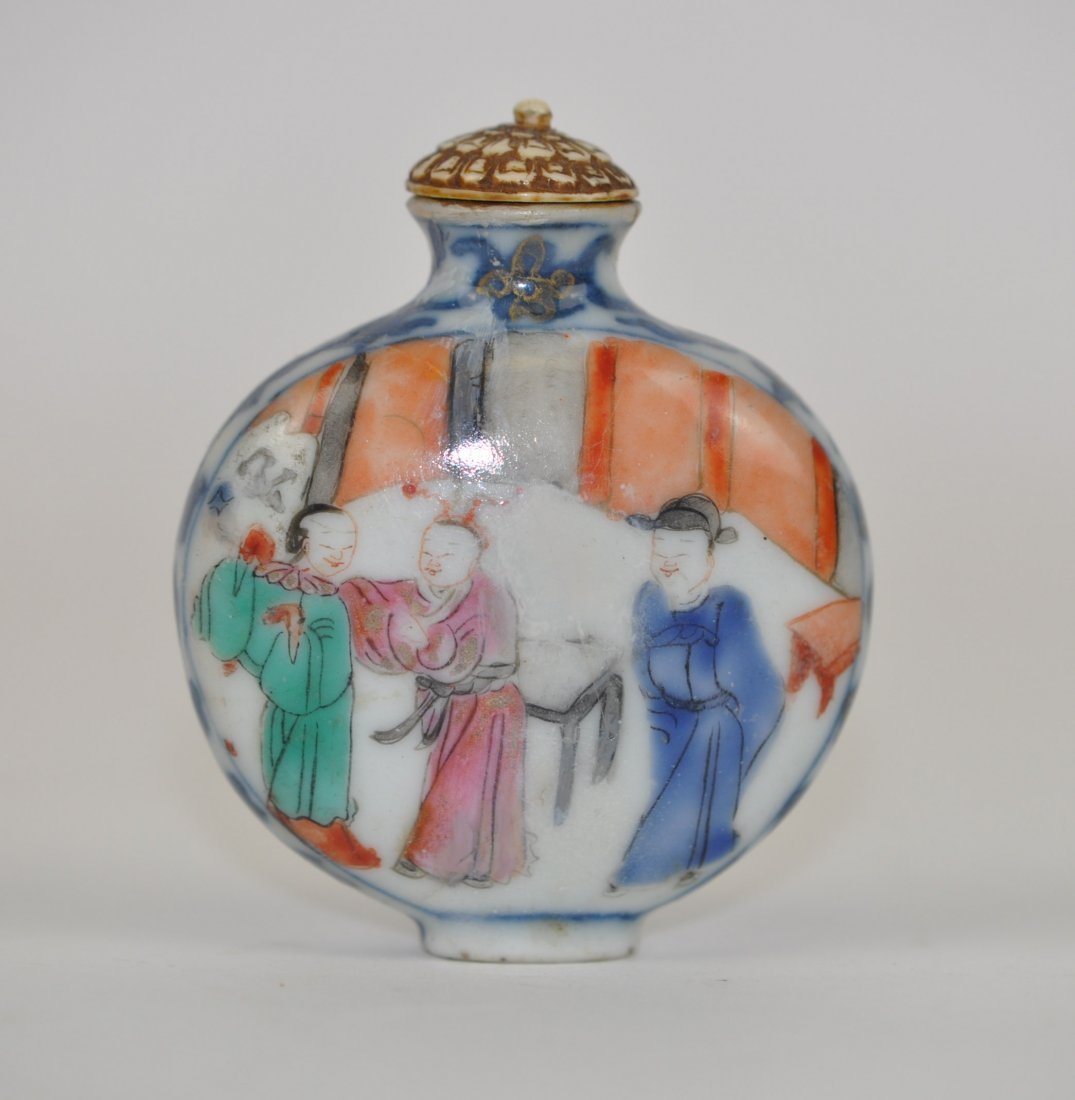 Chinese Famille Rose Snuff Bottle in Mandarins