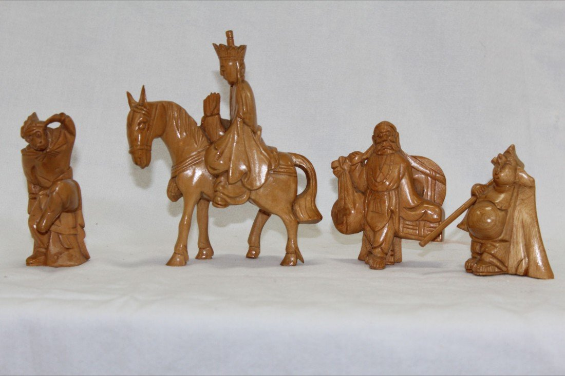 1004: VERY FINE CHINESE CARVED WOOD FIGURES