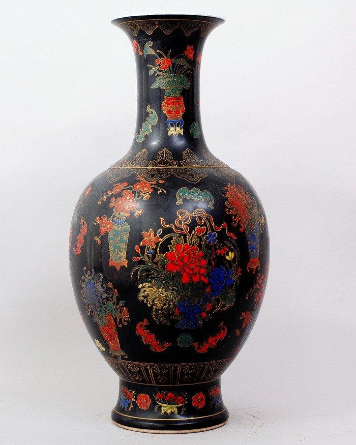 1486: CHINESE FAMILLE ROSE PORCELAIN VASE